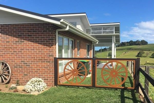 Wagon Wheel Gates by Ironbark Metal Design