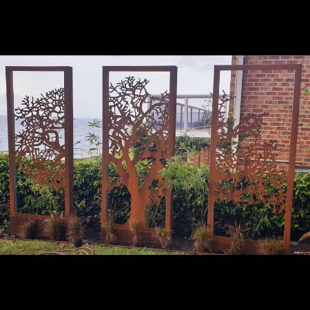 The Oaks Triptych Privacy Screen in Steel